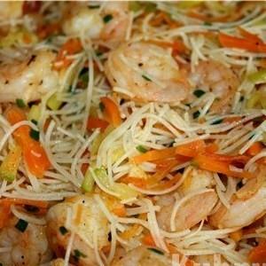 Азиатский салат со стеклянной лапшой
