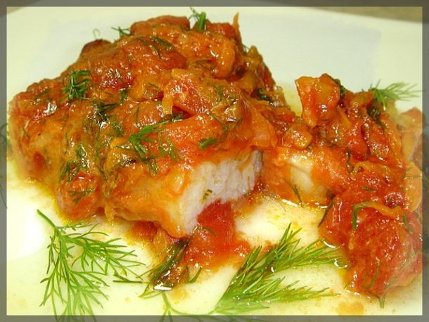 Маринованная рыба в горячем томатном соусе
