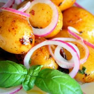 Закуска из молодого картофеля с красной рыбой
