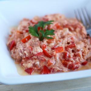 Миш-маш (блюдо из брынзы, яиц, свежего перца и специй)
