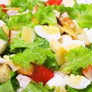 Американский классический салат «Цезарь»